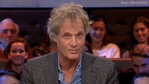 Afzwaaiende Jeroen Pauw gekroond tot Omroepman Van Het Jaar