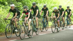 BN'ers fietsen in Tour de Celeb loodzware Tour de France-etappe
