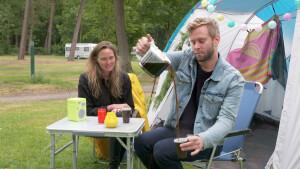 Eva Jinek en Sylvana Simons in nieuwe serie Tims tent maar dan in een bungalow met sterren