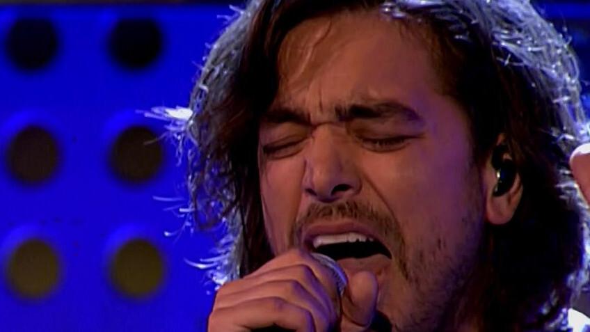 Terugkijken: Waylon speelt 21 minuten durend Live Aid-concert van Queen in DWDD