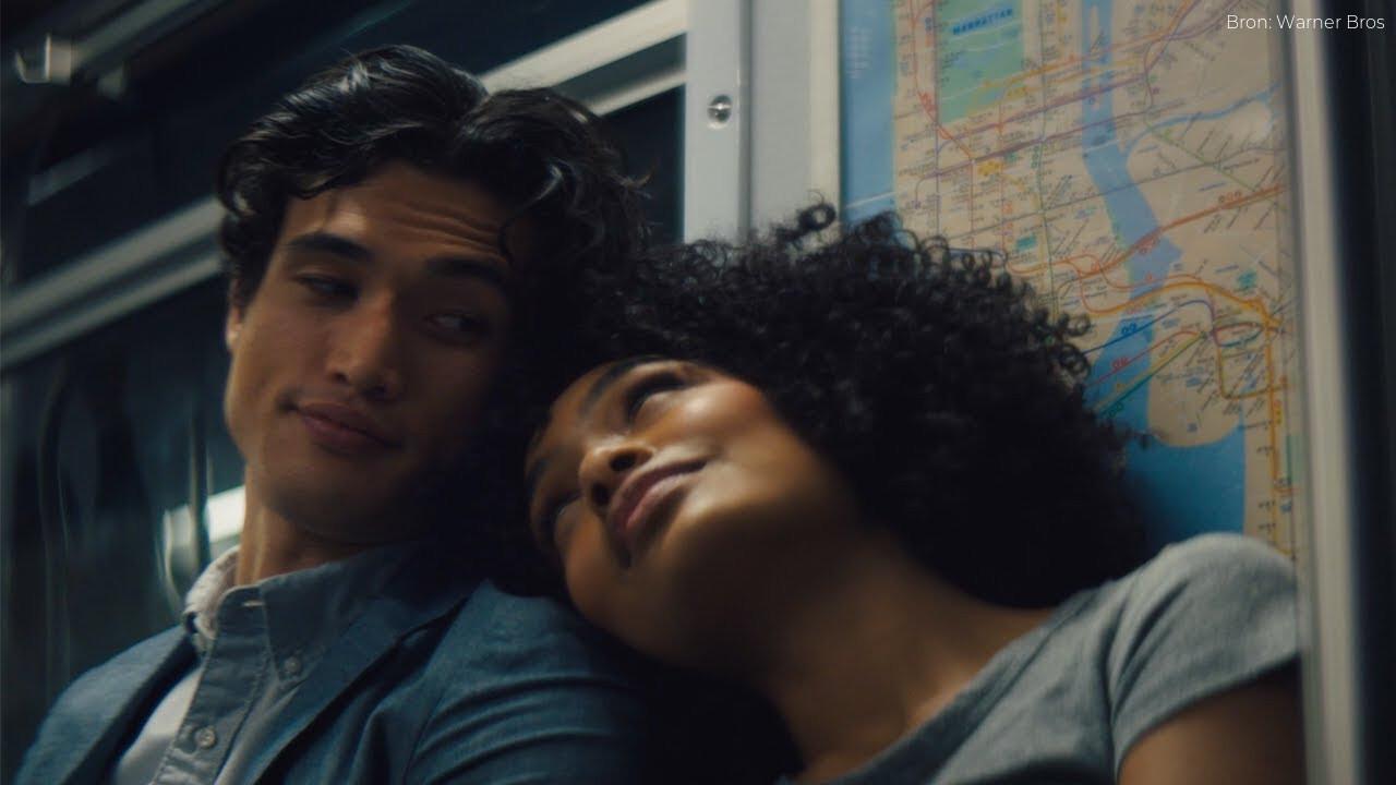 Recensie: The Sun Is Also a Star met Charles Melton en Yara Shahidi, verliefd binnen één dag